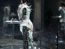Платье, которое растет на глазах: в Лондоне показали необычный наряд