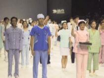 На китайской Неделе моды показ посвятили медикам