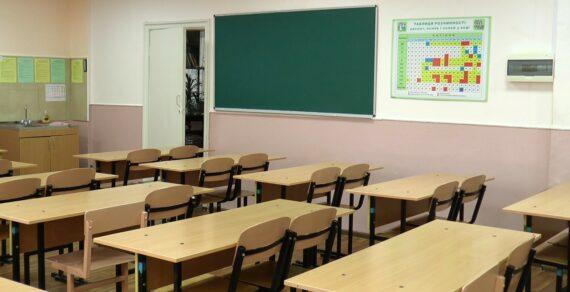 В Минздраве назвали условия возвращения школ и вузов в онлайн-режим
