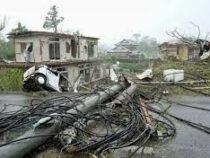 Тайфун в Японии сорвал черепицу с крыш, разбил стекла и повредил авто