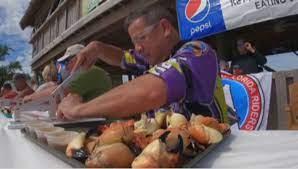 Соревнование по поеданию клешней каменного краба прошло в США