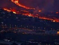 В Испании решили разбомбить вулкан, чтобы отрегулировать потоки лавы