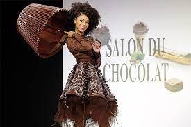 В Париже состоялся показ шоколадных платьев