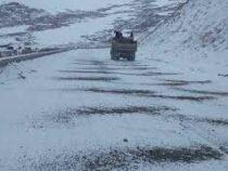 На перевалах Тоо-Ашуу и Ала-Бель идет снег