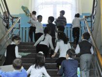 Школы и детсады Бишкека переполнены почти в 2,5 раза